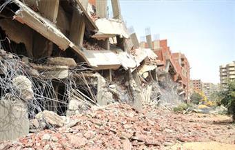 حملة مكبرة لإيقاف أعمال بناء بعقار مخالف وسط الإسكندرية.. والتحفظ على مواد البناء
