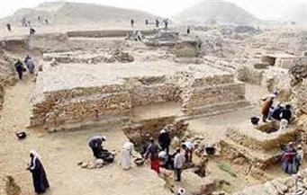 """سُرقت في التسعينيات.. """"الآثار"""": مصر تستعيد لوحة حجرية قبل بيعها بإحدى صالات المزادات بباريس"""