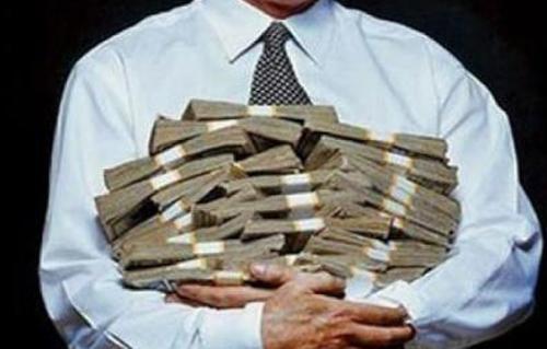 ضبط موظف لاختلاسه مبالغ مالية كبيرة من أحد البنوك