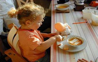 تعرف على السلوك الغذائي الأمثل للأطفال وحديثي الولادة | فيديو