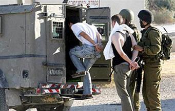 قوات إسرائيلية تعتقل 12 فلسطينيا في الضفة الغربية