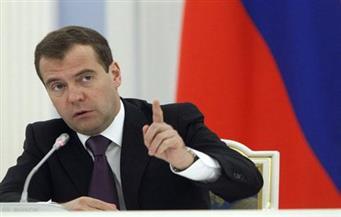 ميدفيديف: على كلينتون وترامب التركيز على مشاكلهما الداخلية بدلا من تخويف الناخبين