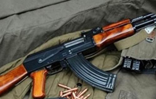 ضبط بندقيتين آليتين أثناء السيطرة على مشاجرة بين عائلتين في طهطا