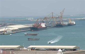 تداول 33 ألف طن بضائع و317 شاحنة بموانى البحر الأحمر