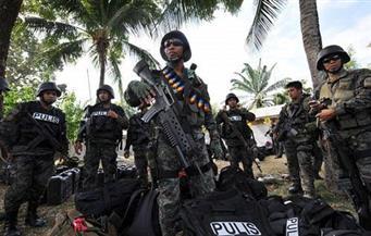الرئيس الفلبيني يأمر بنشر عناصر من الجيش والشرطة في وسط البلاد