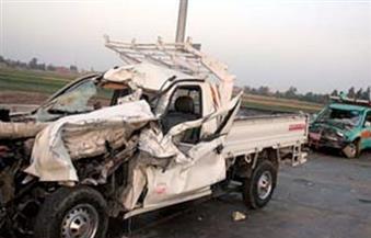 إصابة 9 أشخاص في تصادم سيارتين بطريق الواحات