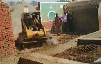 إزالة عدد من المقابر المخالفة بدمياط
