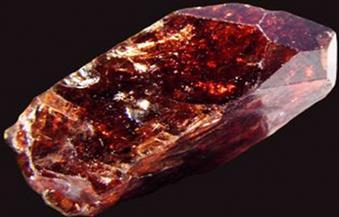 خبير فرنسي: الأحجار الكريمة لعلاج الصداع النصفي
