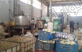 مصادرة 15 ألف عبوة عصير وحلوى جافة فاسدة داخل مصنع بالغربية