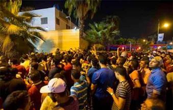 عدد من جماهير الأهلي يحاولون دخول إستاد السلام خلال لقاء طلائع الجيش.. والأمن يمنعهم