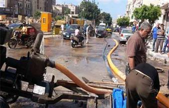 تسريب في ماسورة خط المياه بشارع خالد بن الوليد بوسط مدينة الأقصر |صور
