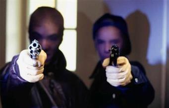 مصرع طفلة وإصابة والدها فى عملية سطو مسلح على ضابط شرطة بالشروق