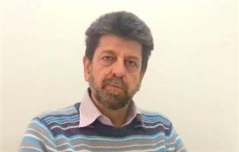 """""""تحت المعطف"""" للروائي السوري عدنان فرزات بالإنجليزية"""