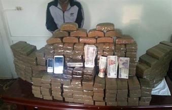 ضبط 39 ألف علبة سجائر أجنبية مهربة من ليبيا بحوزة مزارع في واحة سيوة