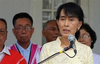 """""""سو تشي"""" تدافع عن سجن صحفيي """"رويترز"""" في ميانمار"""