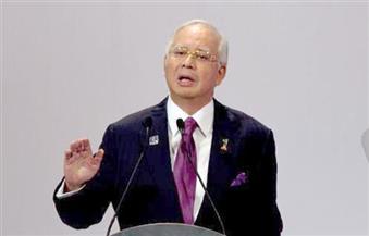رئيس وزراء ماليزيا السابق يطلب الحماية بعد ملاحقته باتهامات فساد
