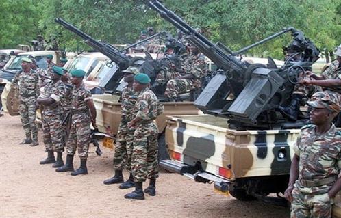 مقتل  جنديا نيجيريا في كمين نصبه إرهابيو داعش بغرب إفريقيا