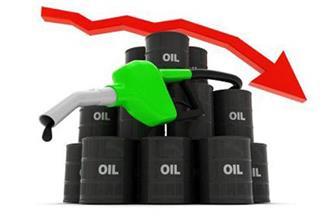 النفط ينخفض 3 % بفعل هبوط أسواق الأسهم وقفزة في المخزونات الأمريكية