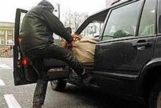 """سرقة سيارة ملاكى بعد الاعتداء على صاحبها بطريق""""سوهاج - البحر الأحمر"""""""