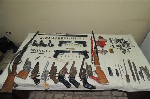 ضبط  قطعة سلاح بدون ترخيص وتنفيذ  حكمًا قضائيًا في حملة أمنية بسوهاج