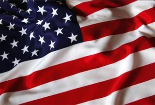 """جدل بسبب لاعب كرة قدم أمريكي رفض الوقوف لتحية العلم.. والبيت الأبيض """"يقر بحقه في التعبير عن رأيه"""""""