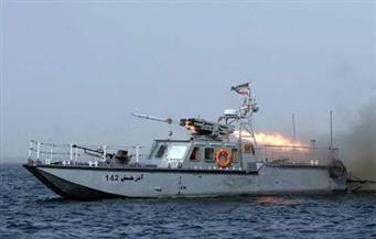 سفينة حربية أمريكية تطلق أعيرة تحذيرية باتجاه زورق إيراني