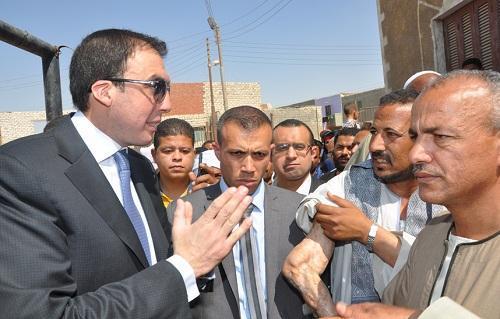 74d712e96 محافظ بنى سويف يتفقد قرية جزيرة أبو صالح ويستمع لمشاكل المواطنين ...