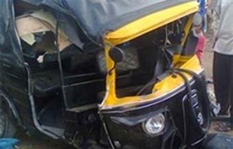 مصرع شخص وإصابة آخرين في تصادم ميكروباص بتوك توك على طريق أسوان الزراعي