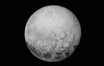 """جدل بين علماء الفضاء.. هل """"بلوتو"""" كوكب أم قمر؟"""