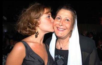 زيزي مصطفى في عيد الأم: منة بنت مطيعة وخجولة.. وسأفتقد وجودها معي اليوم