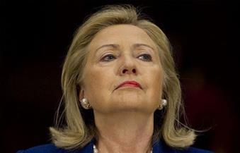 """كلينتون تقول إنها لا تخشى """"نظريات المؤامرة"""" بشأن صحتها.. وتؤيد """"حظر الطيران"""" فوق سوريا"""