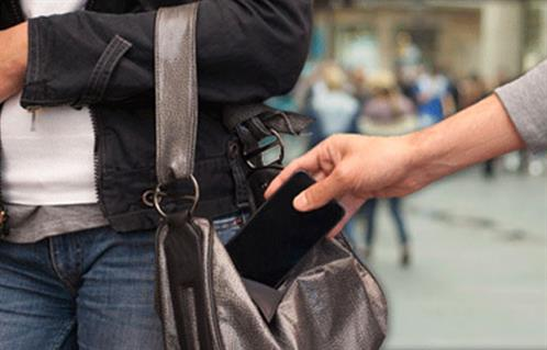 ضبط شخص بالقاهرة لسرقته هواتف المواطنين بأسلوب المغافلة