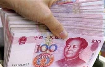 اليوان يتراجع أمام الدولار.. والاسترليني يتخلى عن أعلى مستوياته