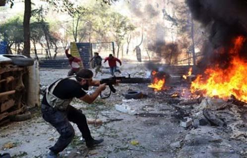 تصاعد العنف بين فصيلين متحاربين في سوريا يهدد باتساع نطاق القتال -