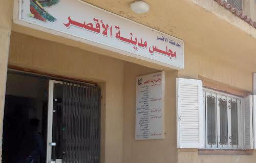 مجلس مدينة الأقصر يحذر المواطنين من التعامل مع الباعة الجائلين -