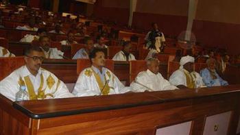 البرلمان الموريتاني يناقش اليوم تعديلات دستورية مثيرة للجدل بشأن إلغاء مجلس الشيوخ وتغيير العلم والنشيد