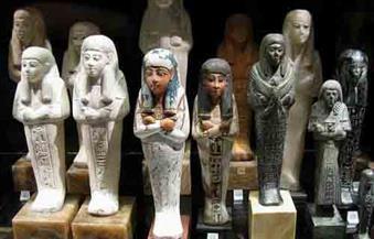أمن المنيا يضبط موظفا وعاطلا بحوزتهما تماثيل أثرية