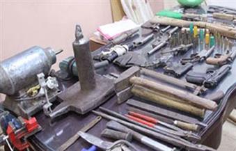 ضبط مصنع لتصنيع الأسلحة النارية في السويس اتخذ صاحبه إصلاح الدراجات البخارية ستارا له
