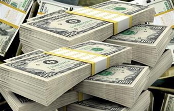 الدولار يرتفع مع تفاقم خسائر أسواق الأسهم العالمية