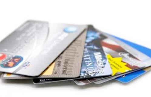 استولت على مليوني جنيه بطرق احتيالية القبض على عصابة استغلال بيانات بطاقات الدفع الإلكتروني