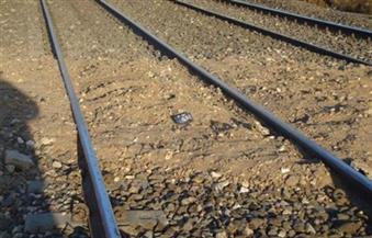 تبحث عن صاحب.. عامل يعثر على قدم آدمية على السكة الحديد بسوهاج