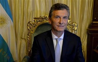 الرئيس الأرجنتيني يتوعد رئيس الحكومة الإسبانية بمباراة ثأرية بين البلدين في المونديال