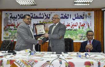 بالصور-رئيس-جامعة-المنيا-يكرم-الطلاب-الفائزين-في-الأنشطة-الطلابية-لبرامج-التعليم-المفتوح
