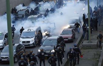 الشرطة الفرنسية تطلق قنابل الغاز المسيل للدموع لتفريق محتجين وسط باريس