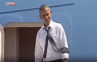 """بالفيديو..بعد عزاء """"بيريز""""..أوباما ينتظر كلينتون على سلم الطائرة :""""هيا بل سآخذك إلى البيت"""""""