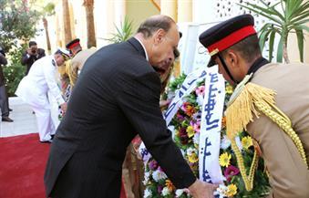 بالصور.. محافظ القاهرة يضع إكليلًا من الزهور على قبر الجندي المجهول احتفالًا بانتصارات أكتوبر