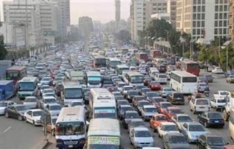كثافات مرورية عالية بالميادين والمحاور الرئيسية بالقاهرة والجيزة