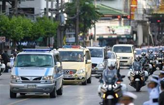 ولي عهد تايلاند يقود الموكب الجنائزي الملكي إلى القصر الكبير