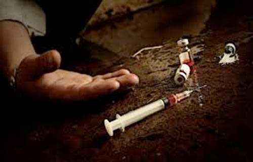 جرعة مخدرات زائدة وراء وفاة شاب عربي الجنسية داخل شقة بالهرم