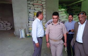 بالصور.. ضبط 400 طن أرز شعير داخل مخزن بمنزل تحت الإنشاء في الغربية